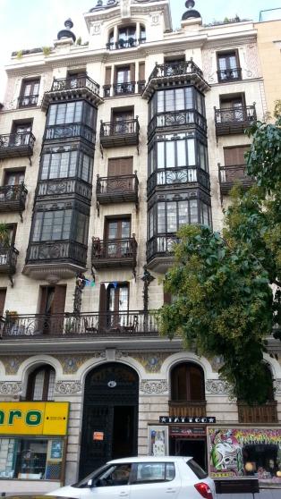 Iihanat lasiparvekeet. Muistaakseni c/ San Bernardolla oli tämä kaunis talo. Muuttaisin. Nämä parvekkeet olivat muistaakseni c/ San Bernardolla. Muuttaisin.