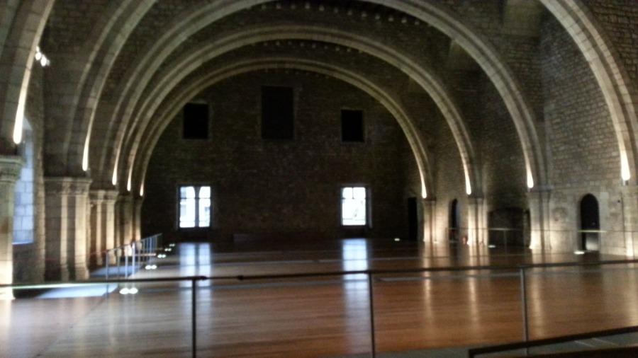 Tässä on sali, jossa Kolumbus EHKÄ vastaanotettiin Amerikan-reissultaan.