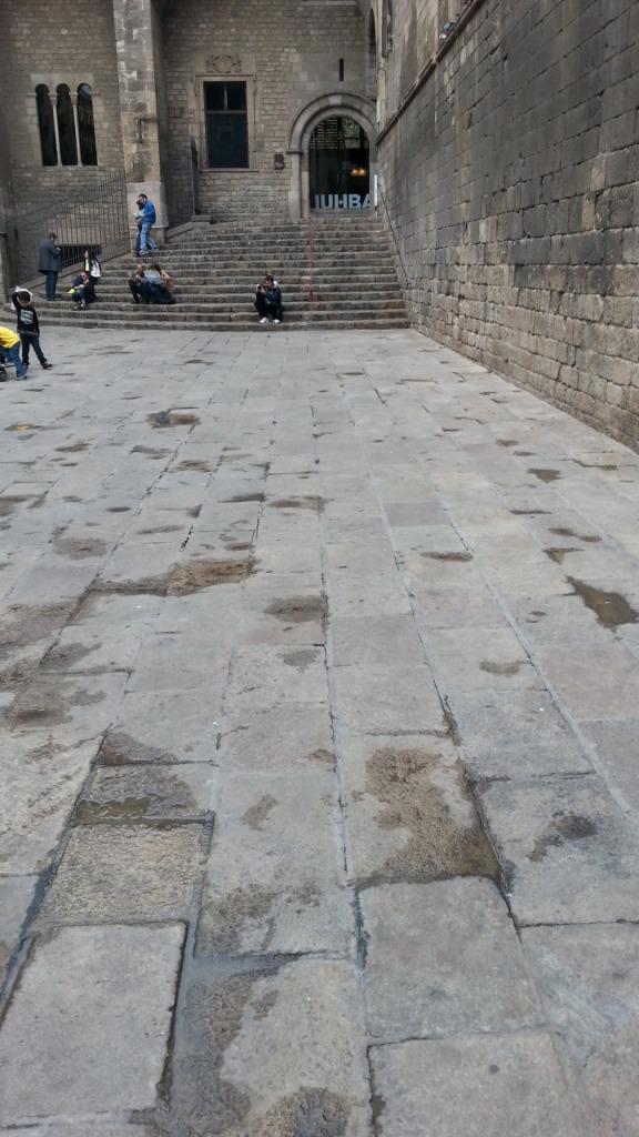 Tästä meni portaita kohti roomalaisten tie, jota pääsee maan alla katsomaan.