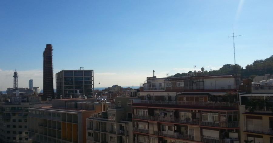 Ainoa kuvistani, jossa teleférico vilahtaa. Otettu hotellin katolta. Ihottavan korkealla menee, toi pieni piste keskellä kuvaa.
