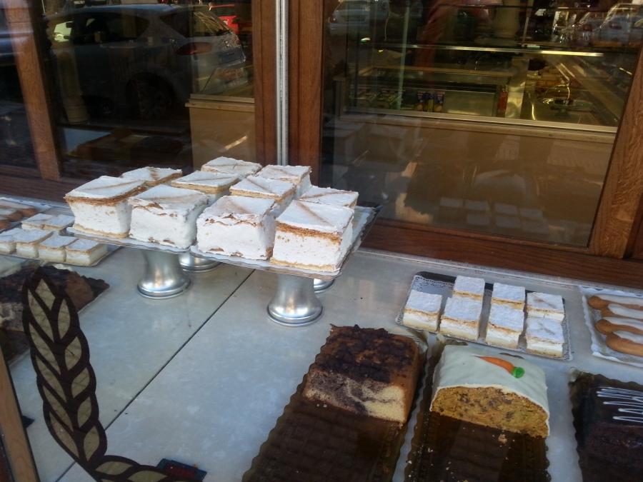 Tämä ei ole Mallorquinan ikkuna, vaan leipomo Latinassa, olisko Carrera de San Francisco. (Pyhimys, ei kaupunki.)