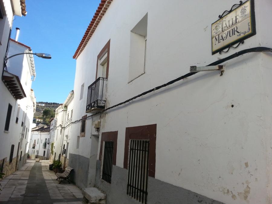 Cillar del Olmon Calle Mayorilla ei autot pörrää.