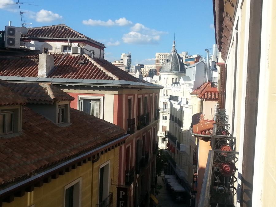 Asuin täällä. Hostal Esparteros. Normihostelli. Tavallista pienemmät huoneet, mutta vähemmän meteliä kuin näillä main yleensä.